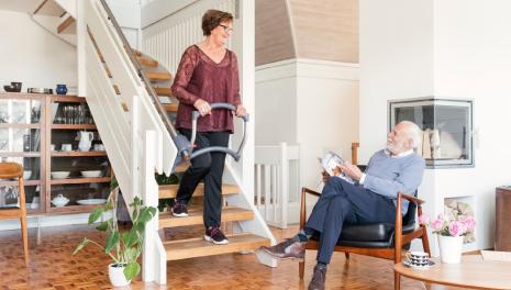ASSISTEP|階段昇降を安全にサポートする 階段補助⼿すり